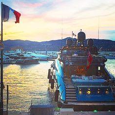 SAINT-TROPEZ #yachtlife #sainttropez #luxury #bleublancrouge #goodmorning #France #ig_france #superyacht #yacht #sttropez #luxurydestination #luxurytravel #luxurylovers #cotedazur #frenchriviera #festivaldecannes #yacht #lifestyle #holidays #instagood Thank you @laudesmousseaux by betropezien
