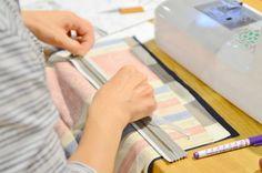 両面テープ Sewing Hacks, Sewing Crafts, Handmade Crafts, Diy And Crafts, Make It Through, Sewing Techniques, Needlework, Free Pattern, Weaving