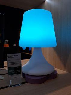 Lámpara altavoz bluetooth OUTDOOR.  La elegante lámpara inalámbrica de diseño ColorLight, no solo te ofrecerá luz y color para crear el ambiente deseado, sino que incopora un altavoz Bluetooth de 5W que cambiará tu entorno por completo, tanto en interiores como en exteriores (protección frente a salpicaduras (lluvia). Murcia, Table Lamp, Lighting, Home Decor, Bluetooth Speakers, Loudspeaker, Rain, Create, Lights