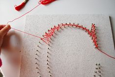 Easy string art on cork tilesUse cork tiles & Lino nails, no hammer Crafts Using Cork Tiles .Another way to do DIY String Art without using a hammer. Could even be good craft project for older idei de a realiza proiecte string art c Crafts To Do, Arts And Crafts, Cork Crafts, String Art Diy, Arte Linear, String Art Patterns, String Art Tutorials, Ideias Diy, Crafty Craft