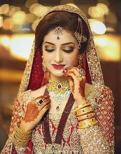 New Pakistani Bridal Hairstyles to Look Stunning Asian Bridal Dresses, Pakistani Bridal Dresses, Bridal Outfits, Wedding Dresses, Wedding Bride, Desi Bride, Bride Look, Pakistan Bride, Pakistan Wedding