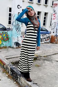 Love the stripes and blue combo! Ugly Outfits, Islamic Fashion, Modest Dresses, Muslim, Diva, Personal Style, Stripes, One Piece, Black And White