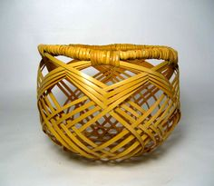 Amazing DIY Bamboo Basket Design Ideas For Home Accessories - Weaving Textiles, Weaving Art, Bamboo Weaving, Basket Weaving, Sisal, Rattan, Making Baskets, Bountiful Baskets, Fabric Structure