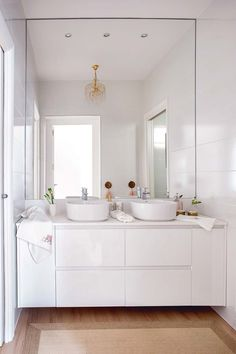 Un cuarto de baño blanco y muy actual- Micasarevista Girl Bathrooms, Dream Bathrooms, Bathroom Design Small, Modern Bathroom, Bathroom Furniture, Bathroom Interior, Lavabo Design, Interior Design Kitchen, Bathroom Inspiration