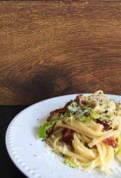 Wenn ein Lieblingsessen ein anderes trifft: Spaghetti Flammkuchen - mit Lauch, Pancetta und Crème Fraîche.