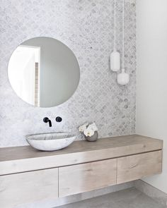 Take a look at a number of bathroom styles as you dream up your own personal master bathroom renovations. Tips, tricks, and lots of fresh, fun, and functional bathroom design suggestions are in your fingertips. Bad Inspiration, Bathroom Inspiration, Bathroom Ideas, Bathroom Organization, Bathroom Inspo, Bathroom Styling, Cloakroom Ideas, Budget Bathroom, Bath Ideas