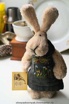 Купить Заяц-Пафнутий - авторская игрушка, игрушка, интерьерная игрушка, игрушка ручной работы, бежевый