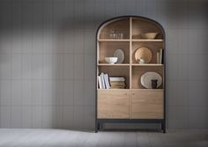 Model: Emil dresser - Ontwerper/merk: Pinch Design - Herkomst: London, Engeland - Materiaal: Naturel eiken en zwarte lak - Prijs: €