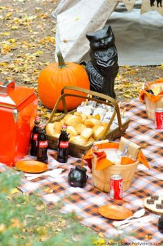 Our partner Kara shows us how to celebrate the spookiest time of year with a DIY Halloween picnic!
