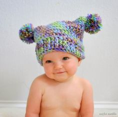 Crochet Baby Hats Adorable Pompom Hat Free Crochet Pattern - Simple hats and beanies are very popular. These Double Pom Pom Hat Free Crochet Patterns are perfect for beginners to make. Crochet Baby Hat Patterns, Crochet Baby Hats, Crochet Patterns For Beginners, Crochet Beanie, Crochet For Kids, Doll Patterns, Selling Crochet, Baby Turban, Pom Pom Hat