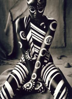 Ruven Afanador | Body Paint | Portrait - Creative - Black and White - Photography - Pose Idea / Inspiration