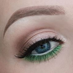 Greenery Eye Make Up by Beauty.by.Miri created with the Little MAC Pigment: Chartreuse and  Urban Decay Ultimate Basics Palette | available at Douglas