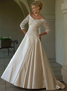 Robe de mariée 2011 col V avec ceinture et cristal d'Angers
