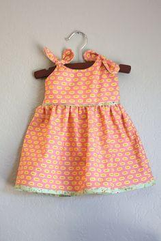 Baby dress - free pattern.