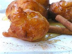 Loukoumades portokaliou me meli Eat Greek, Greek Sweets, Trifle, Donuts, Chicken, Meat, Recipes, Food, Lenten