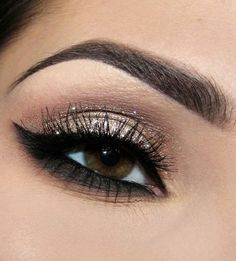 perfect shimmery cat eye with gold