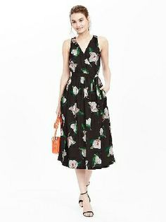 27d11b9a699 Floral Sleeveless Midi Dress I see a lot of 50 inspired flower dresses