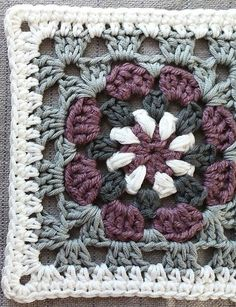 Here you will find how to crochet square motifs, easy to crochet squares, crochet granny squares, a lot of crochet motif patterns, free patters for crochet m Crochet Squares, Crotchet Patterns, Crochet Motifs, Granny Square Crochet Pattern, Crochet Blocks, Crochet Blanket Patterns, Free Crochet, Knitting Patterns, Sewing Patterns