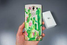 Cela fait mon Cactus design est imprimé par la technologie UV pour les téléphones LG!  MATÉRIEL: Silicone souple cas.  IMPRESSION: Impression uniquement sur la face arrière de la coque, les bords de la coque sont TRANSPARENT.  PROTECTION: étui protège côtés et l'arrière de votre téléphone de l'usure quotidienne, des rayures et des gouttes de mineurs. Il est très mince et ne pas augmente la taille du téléphone, mais très résistant et offre une protection fiable.  CUSTOME: Si vous ne…
