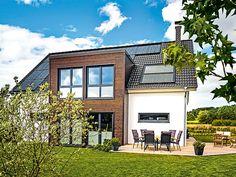 Das moderne Landhaus mit Anbau von HAACKE Haus ist eine freie Planung für junge Familien.