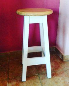 Precioso #taburete en dos colores ¿te gusta? Recuerda que acabamos todos nuestros #muebles