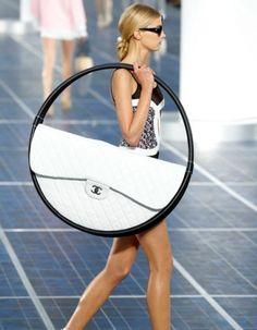 Ronde vormen bij Chanel   Perscentrum Mode