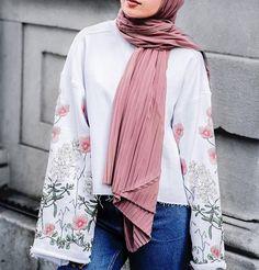 "6,547 Likes, 7 Comments - Hijab Fashion (@hijabfashion) on Instagram: ""@jeeradoesfashion  #HFsubmit"""