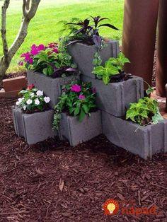 80 Awesome Spring Garden Ideas for Front Yard and Backyard DIY Garden Ideas. Design Jardin, Garden Design, Cinder Block Garden, Cinder Block Ideas, Garden Ideas With Cinder Blocks, Garden Blocks, Vertical Planter, Front Yard Landscaping, Landscaping Design