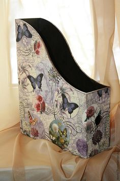 Beautiful redo on this file folder/magazine rack! Decor Crafts, Diy And Crafts, Paper Crafts, Decoupage Box, Decoupage Glass, Napkin Decoupage, Magazine Holders, Magazine Rack, Altered Boxes
