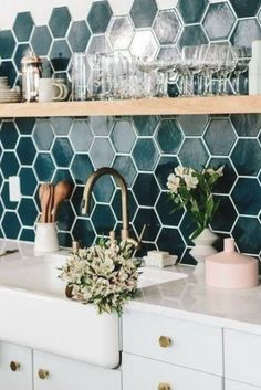 Blue Kitchen Decor, Kitchen Colors, Design Kitchen, Small Kitchen Cabinets, Kitchen Backsplash, Backsplash Design, Interior Design Pictures, Sweet Home, Modern Farmhouse Bathroom