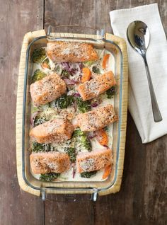 laks i form m grønnsaker Fish Dishes, Main Dishes, Norwegian Food, Norwegian Recipes, Cooking Recipes, Healthy Recipes, Healthy Food, Eating Plans, Fish And Seafood