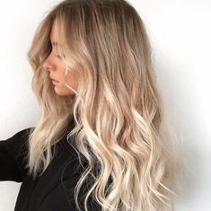 Whether you have dyed hair, or are a natural blonde / brunette, this guide will help you achieve lighter, blonder hair without having to step into a salon. Take advantage of the sun: Lemon Ju…