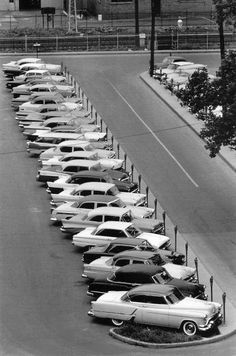 Parking lot of long ago Robert Doisneau, Edward Steichen, Elliott Erwitt, Cool Picks, Living In Italy, Documentary Photographers, Magnum Photos, Find Picture, Rock And Roll