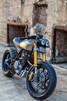 Honda 1983 custom Inazuma Cafe Racer by Robinson's Speed Shop Cafe Bike, Cafe Racer Bikes, Cafe Racer Motorcycle, Motorcycle Design, Honda Motorcycles, Custom Motorcycles, Custom Bikes, Cx500 Cafe, Scrambler