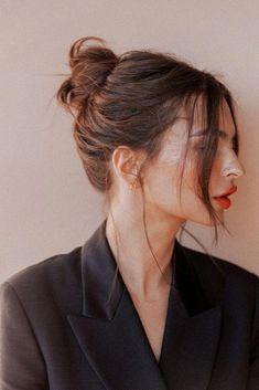 Steal Emily Ratajkowski's Easy Updos Hair inspiration – Hair Models-Hair Styles Hair Day, My Hair, Face Framing Hair, Face Framing Layers, Black Hair With Highlights, Hair Highlights, Grunge Hair, Messy Hairstyles, Holiday Hairstyles