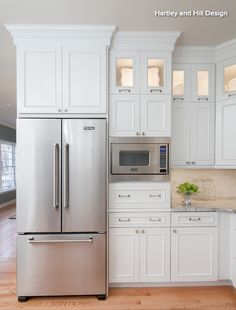 THIS could be my kitchen. By Yanic Simard, Houzz Contributor The classic kitchen work triangle organizes foot traffic from the fridge to the sink to the stove, in an a. Kitchen Redo, Kitchen And Bath, Kitchen Corner, Kitchen Pantry, Jeff Kitchen, Closed Kitchen, Corner Cupboard, Long Kitchen, Smart Kitchen
