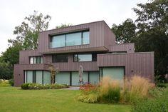 Private house in Brussels (Belgium) by ICEBERG ARCHITECTURE STUDIO, Contractor : MCI Construction, Copyright : Jump Picture  #PIGMENTO #Zinc #VMZINC #Façade #Architecture #PrivateHousing #Project #ContemporaryHousing