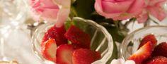 Easy Dessert Recipes: Lemon Sponge Cake With Glazed Strawberries