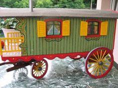 Gypsy Wagon.    Verdine et Chariot de berger - maison de poupée - vitrines miniatures