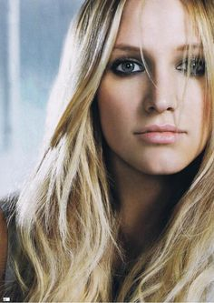 People can say what they want about Ashlee Simpson but I love her music and her lyrics as well. She's inspired a lot of my story titles and ideas. Art Of Beauty, Real Beauty, Hair Beauty, Ashlee Simpson, Her Music, Celebs, Celebrities, Celebrity Hairstyles, Woman Face