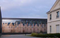 Gymnase et aménagement de l'esplanade de l'Hôtel de Ville, Chelles; LAN architecture