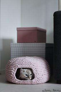 Zelf maken met TEXTIELGAREN : Freubelweb Kattenmand. Maar kan ook voor cavia's!