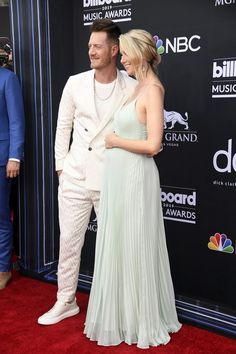 Hayley Stommel Hubbard Photos - (L-R) Tyler Hubbard of Florida Georgia Line and Hayley Stommel Hubbard attend the 2019 Billboard Music Awards at MGM Grand Garden Arena on May 2019 in Las Vegas, Nevada. Tyler Hubbard, Mgm Grand Garden Arena, Florida Georgia Line, Billboard Music Awards, Prom Dresses, Formal Dresses, Photo L, Nevada, Youtubers