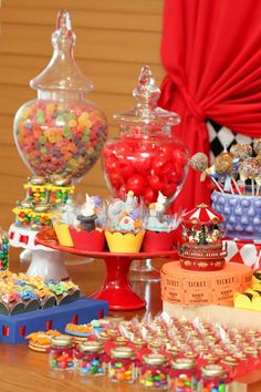Carnival / Circus Theme Party Ideas via www.babyshowerideas4u.com #babyshowerideas #babyshowerideas4u #circus #carnival Baby shower ideas for boy or girl