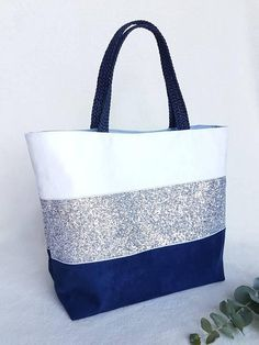 Online shopping from a great selection at Shoes & Handbags Store. Sacs Tote Bags, Denim Tote Bags, Patchwork Bags, Quilted Bag, Jute Bags, Bag Patterns To Sew, Fabric Bags, Cloth Bags, Handmade Bags