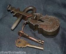 Keep your valuables safely stowed with this Large Antique Style Violin Key Lock Set. A unique find - this Cast Iron Padlock set is sturdy and strong, including 2 keys in the set, with brass inner workings. Antique Keys, Vintage Keys, Old Door Knobs, Door Handles, Skeleton Key Lock, Cool Lock, Under Lock And Key, Old Keys, Knobs And Knockers