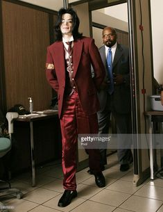 Michael Jackson passes through security as he arrives for his child molestation trial at the Santa Barbara County Courthouse April 27, 2005 in Santa Maria, California. Jackson is charged in a 10-count indictment with molesting a boy, plying him with liquor and conspiring to commit child abduction, false imprisonment and extortion.