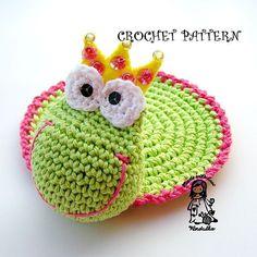 Crochet pattern - Frog coaster, DIY di VendulkaM su Etsy https://www.etsy.com/it/listing/96178939/crochet-pattern-frog-coaster-diy