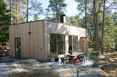 Cabin Design, Modern House Design, Small Summer House, Swedish House, Dream House Exterior, Forest House, Cabins And Cottages, Cabins In The Woods, Prefab