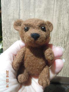 Медвежонок, игрушка ручной работы, фелтинг, лапки подвижные